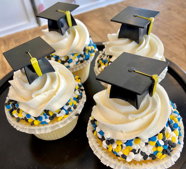Graduation Cupcakes with Cap 4-Pack GRADCPCP